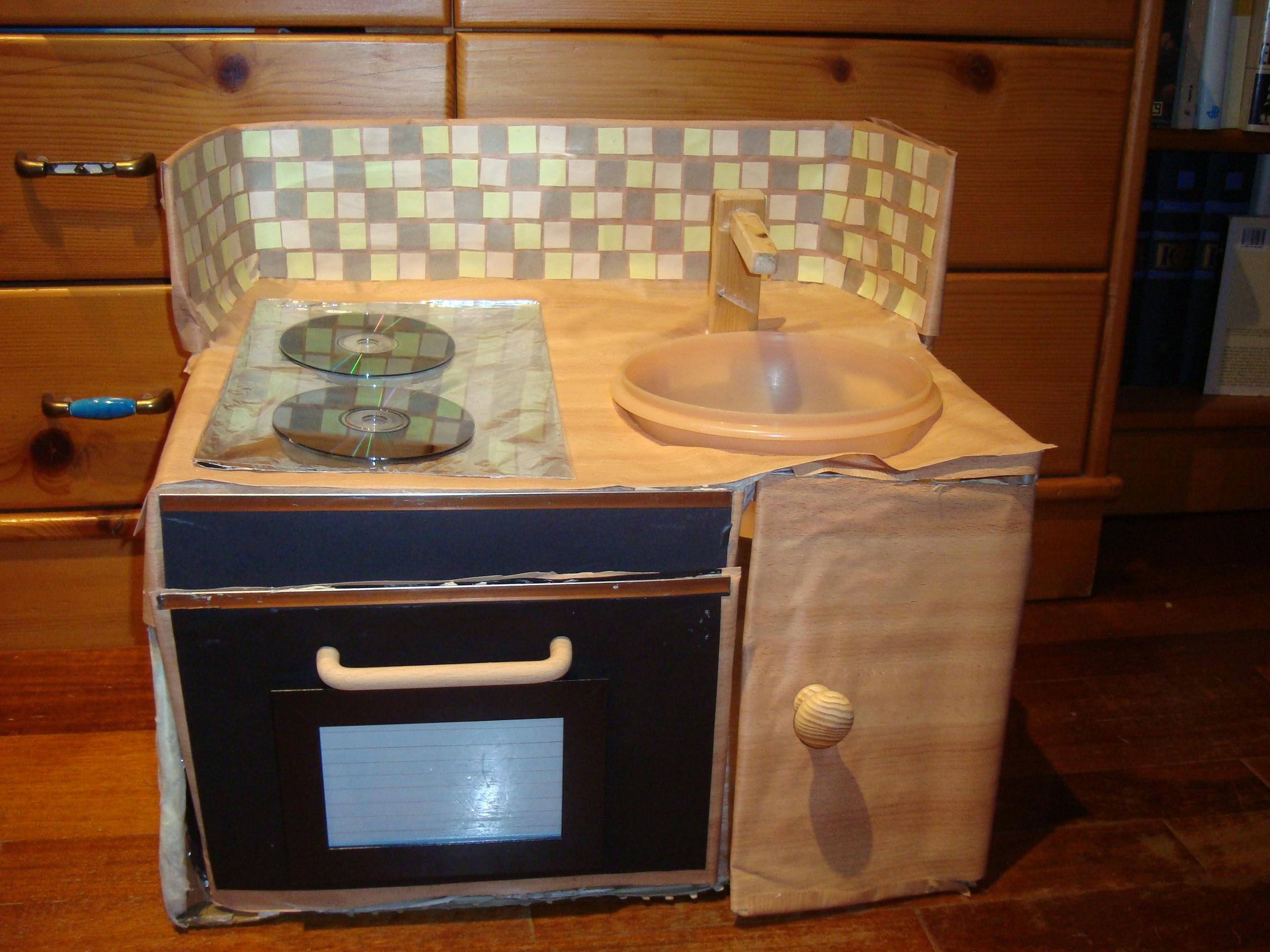 Costruire una cucina di cartone | La crescita felice